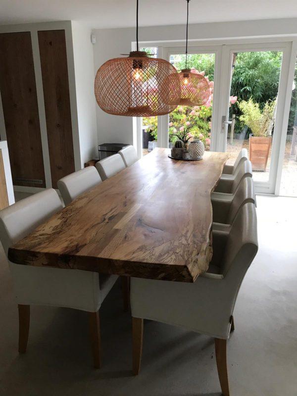 Stoere eettafel voor 8 personen van beukenhout met vlammende nerfstructuur | stoerhout-hetgooi.nl