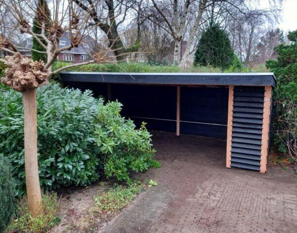 Fietsenberging met dichte zijwanden en louvre gedeelte aan de voorkant op maat gemaakt | Stoerhout-hetgooi.nl