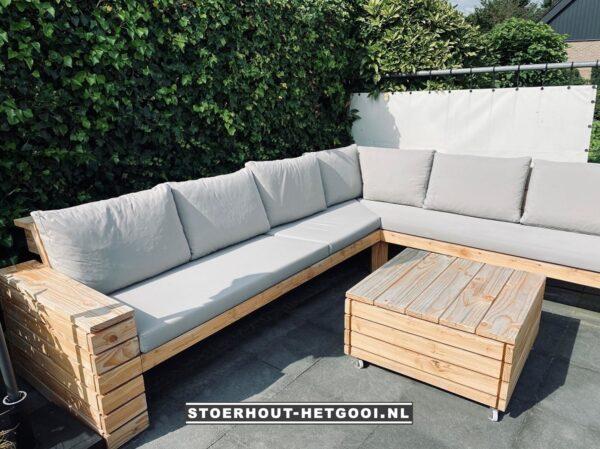 Op maat gemaakte hoek loungebank met verrijdbare bijzettafel | Stoerhout-hetgooi.nl