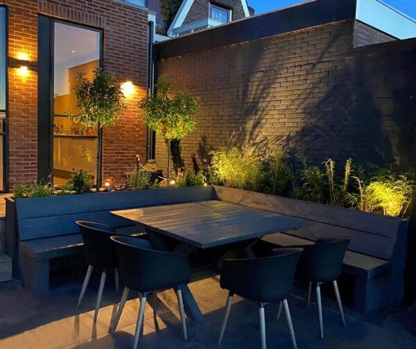 Op maat gemaakte houten tafel voor buiten met bijpassende tuinbank   stoerhout-hetgooi.nl