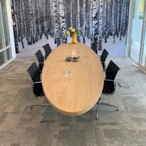 Ovale tafel van eikenhout voor 12 personen op maat gemaakt | Stoerhout-hetgooi.nl