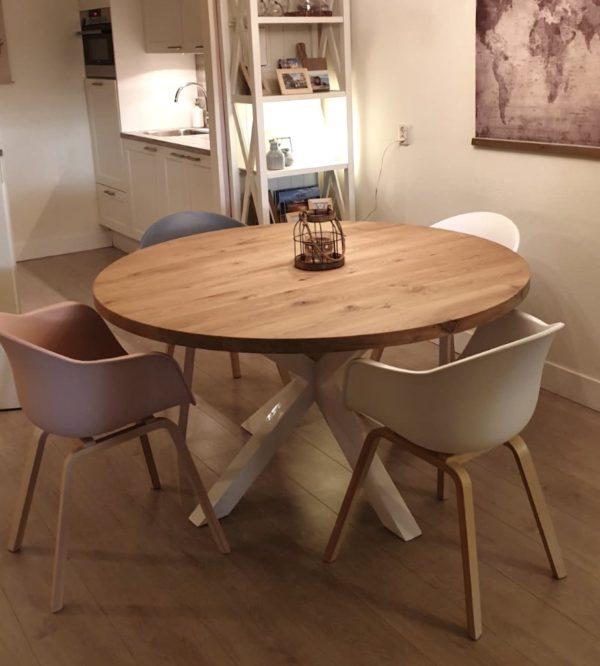 Stoere ronde eettafel van eikenhout met houten matrix poot | stoerhout-hetgooi.nl