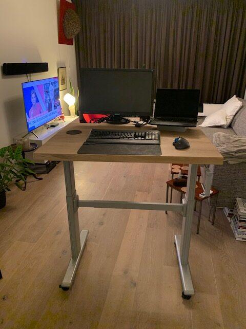 Op maat gemaakt verrijdbaar in hoogte verstelbaar bureau   Stoerhout-hetgooi.nl
