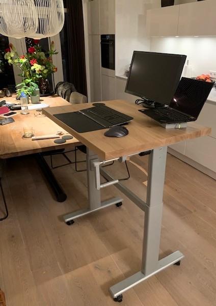 Op maat gemaakt verrijdbaar zit sta bureau   Stoerhout-hetgooi.nl