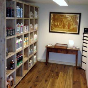 Door onze meubelmakers gemaakte open vakkenkast met 25 vakken   stoerhout-hetgooi.nl