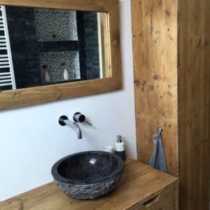 Handgemaakt houten badkamermeubel met 2 lades, kast en spiegel | stoerhout-hetgooi.nl
