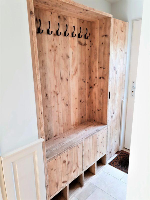Handgemaakte houten garderobekast met kapstok en opbergkast en 4 schoenenvakken | stoerhout-hetgooi.nl