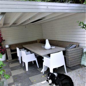 handgemaakte steigerhouten half open hoek loungebank met latten 300x300 - Half open hoek loungebank