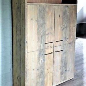Hoge handgemaakte kast woonkamer met 4 deuren en 1 open vak aan de bovenkant | stoerhout-hetgooi.nl