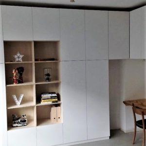 Met de hand gemaakte hoge wandkast met open vakken en 4 deuren | stoerhout-hetgooi.nl