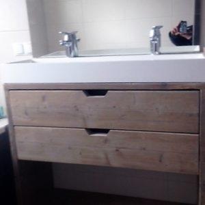 Met de hand gemaakt houten badkamermeubel met 2 lades en open vak | stoerhout-hetgooi.nl