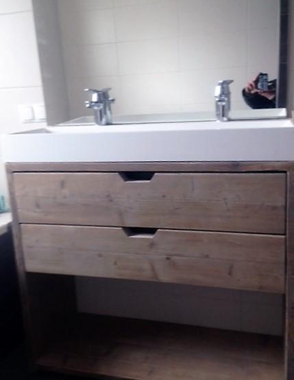 Met de hand gemaakt houten badkamermeubel met 2 lades en open vak   stoerhout-hetgooi.nl