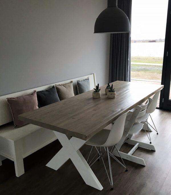 Met de hand gemaakte houten 6 persoons tafel met witte houten X-poten   stoerhout-hetgooi.nl
