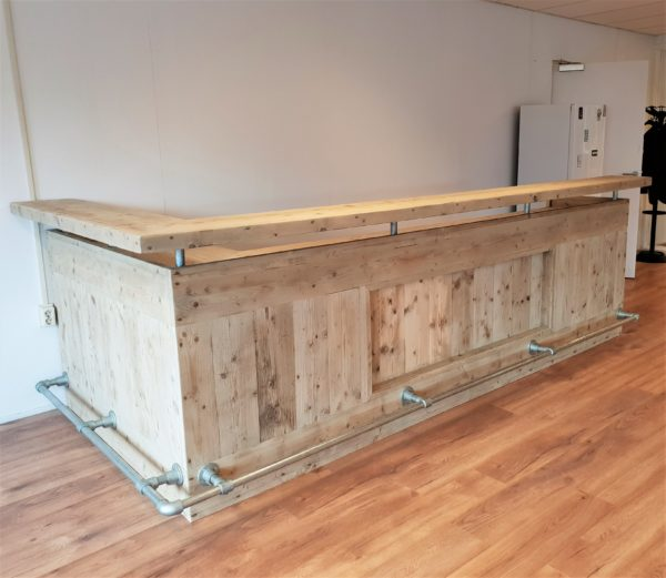 Met de hand gemaakte houten balie voor ontvangsruimte kantoor | stoerhout-hetgooi.nl