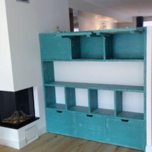 Met de hand gemaakte kast woonkamer met 3 klapdeuren, 5 open vakken en 3 kastjes | stoerhout-hetgooi.nl
