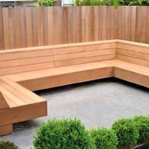 Met de handgemaakte zwevende loungebank in U-vorm van douglashout | stoerhout-hetgooi.nl