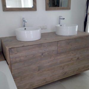Mooi afgewerkt handgemaakt houten badkamermeubel met 3 lades | stoerhout-hetgooi.nl