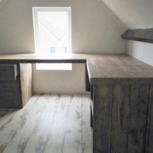 Op maat gemaakt houten hoek bureau met kastjes | stoerhout-hetgooi.nl