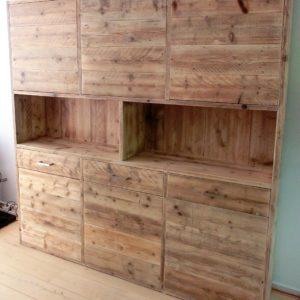 Op maat gemaakte hoge wandkast met 3 vakken en 6 deuren | stoerhout-hetgooi.nl