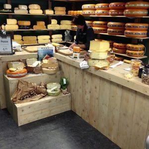 Op maat gemaakte houten counter voor kaaswinkel | stoerhout-hetgooi.nl