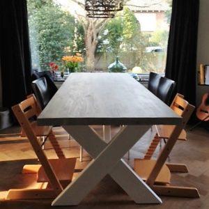 Op maat gemaakte steigerhouten eettafel voor 6 personen met witte houten X-poten | stoerhout-hetgooi.nl