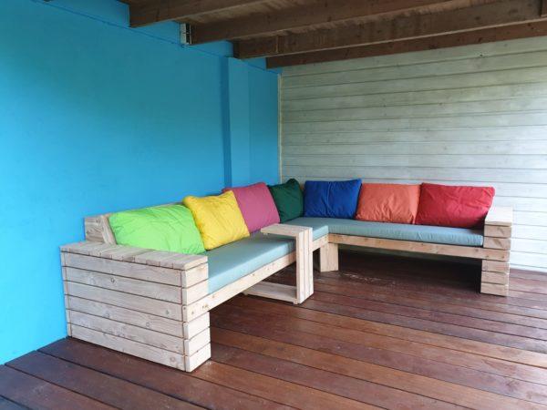 Op maat gemaakte steigerhouten hoek loungebank met armleuningen van latjes   stoerhout-hetgooi.nl