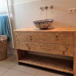 Robuust houten handgemaakt badkamermeubel met 2 lades en open vak | stoerhout-hetgooi.nl
