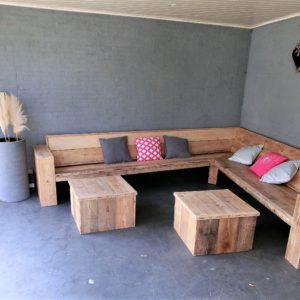 Robuuste handgemaakte steigerhouten hoek loungebank met gesloten armleuningen | stoerhout-hetgooi.nl