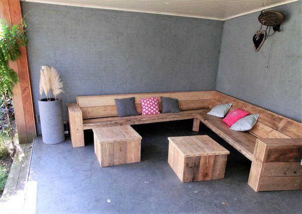 Robuuste handgemaakte steigerhouten hoek loungebank met gesloten armleuningen   stoerhout-hetgooi.nl