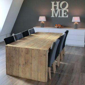 Robuuste met de hand gemaakte eettafel voor 6 personen met dichte zijkanten | stoerhout-hetgooi.nl