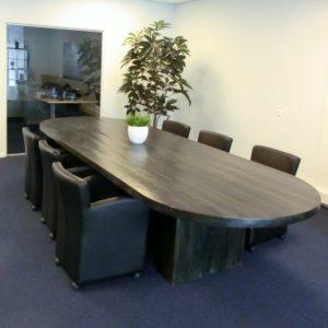 Stoere handgemaakte ovale houten vergadertafel voor 10 personen   stoerhout-hetgooi.nl