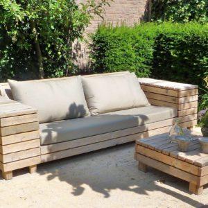 Stoere handgemaakte steigerhouten rechte loungebank met latten armleuningen | stoerhout-hetgooi.nl