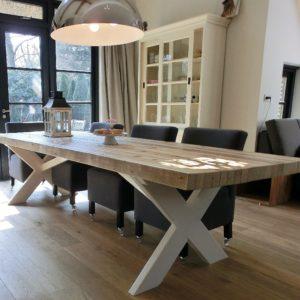 Handgemaakte 6 persoons houten eettafel met witte X-poten | stoerhout-hetgooi.nl