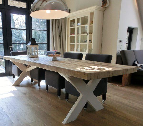 Handgemaakte 6 persoons houten eettafel met witte X-poten   stoerhout-hetgooi.nl