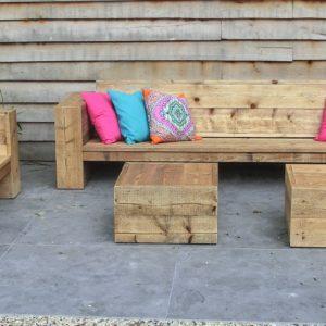 Stoere op maat gemaakte steigerhouten rechte loungebank met gesloten armleuningen | stoerhout-hetgooi.nl