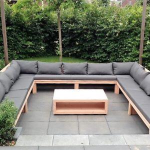 U-vormige handgemaakte douglas houten loungebank met bijpassende houten lage tafel | stoerhout-hetgooi.nl