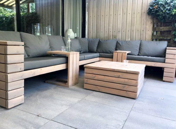 Unieke met de hand gemaakte houten loungeset met halfopen armleuningen en bijpassende lage tafel | stoerhout-hetgooi.nl