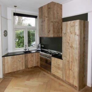 Volledig met de hand gemaakte houten keukenkasten en kastfrontjes | stoerhout-hetgooi.nl